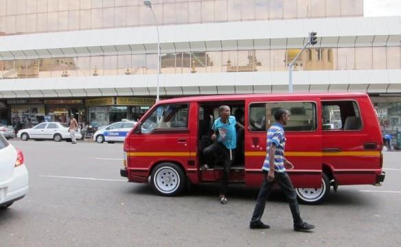 140-minibus-taxi-800x494