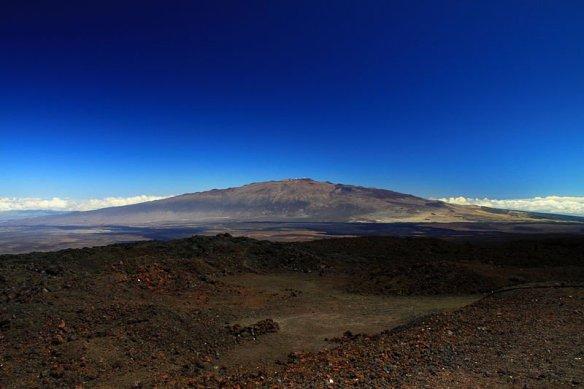 mauna_kea_from_mauna_loa_observatory,_hawaii_-_20100913-1