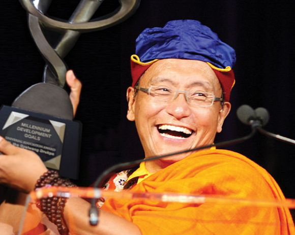 The_Gyalwang_Drukpa_received_the_United_Nations_Millennium_Development_Goals_(MDG)_Honour_in_September_2010